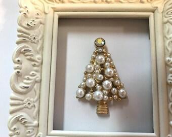 Pearl Christmas Tree Needle Minder
