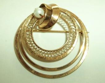 Vintage 12K Gold Filled  Pearl Circle brooch