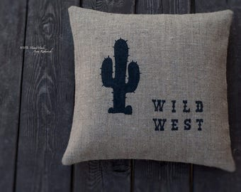 Cover the pillow from a burlap
