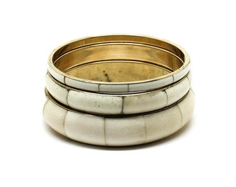 Set of 3 white bracelets