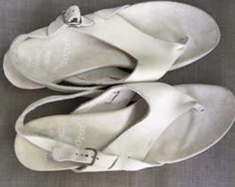 Rockport white bone colored thongs Walking Shoes Sandals