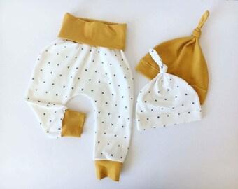 Baby Harem pants, Baby Gift set, Baby Pants, Baby Hat, White Baby Harems