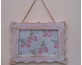 Refurbished Shabby Chic Hanging 6x4 Wooden Frame - White Washed & Distressed