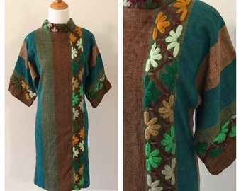 Vintage Cotton Twill Shift Dress. Vintage Green & Brown Embroidered Dress. Bohemain Wiggle Dress. Shift with Large Embroidered Flowers. SM