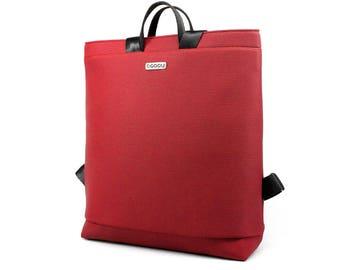 Red laptop bag with light inside. Straps made of recycled seatbelt. 2 inside pockets + 1 outside pocket. MODEL: BOOGIE L