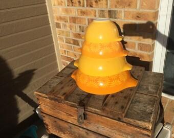 Pyrex Yellow Daisy/ Sunflower Pyrex Cinderella Mixing Bowls/ Full set/ Pyrex 441/ Pyrex 442/ Pyrex 443/ Pyrex 444