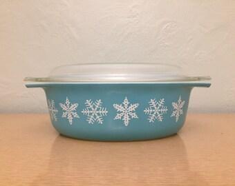 15% SALE *** Pyrex Turquoise Snowflake Oval Decorator Casserole Dish  #043, 1.5 qt.