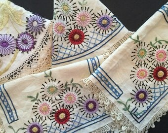 Vintage Linen Cutter Lot of 4 Crewel Work Embroidery A8