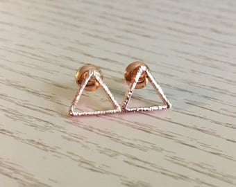 Rosé gold earrings triangle