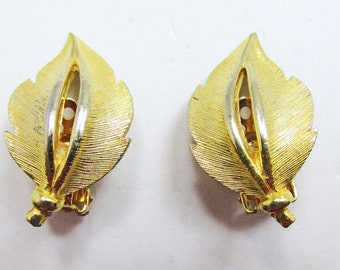 Vintage - Collectible - Leaf Earrings - Jewelry - Gold - Earrings - Leaf - Minimalistic - Modern - Classic - Clip On - Women - Gift