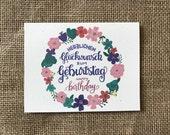 Happy Birthday im deutschen Handlettered und handgezeichneten Grußkarte (Herzlichen Glückwunsch Zum Geburtstag)
