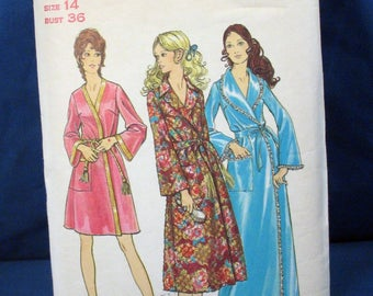 Vintage Butterick Sewing Pattern 5997 Misses Robe Size 14