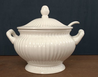 Classic White Soup Tureen, Round Fluted  Soup Tureen, Footed Soup Tureen with Ladle