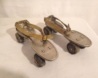 Old pair of roller skates SPEEDY adjustable France