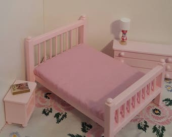 Pink Queen size 1:12 scale bed/ 1/12 scale doll bed/ 1/12 scale furniture/ 1/12 scale bedroom/ miniature bed/ spindle bed/ dollhouse bed