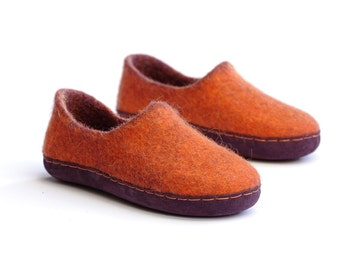 merino wool slippers- woman felt slippers- wool clogs- boiled wool slippers-felt house slippers- slippers with rubber sole- house shoes