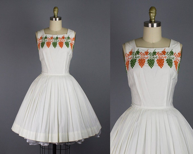 1950s embroidered cotton dress/ 50s novelty grapes sundress/ white/ small
