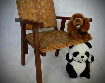 Petit fauteuil vintage et original bois et osier bandes naturelles et jaunes
