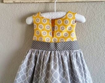 Girls 4T handmade yellow/grey cotton sun dress with gathered skirt and large bow. Morgansolen/party dress/girls daisy dress/special occasion