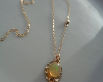 Gold necklace with Opal pendant, 585 gold filled, tender and noble