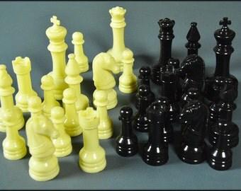 Vintage 1960's Plastic Chess Set - COMPLETE!