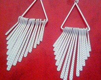 Graphic earring blade silver