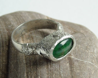Sterling Silver ring with Tsavorite cabochon of Tanzania. Naive art decoration of molten metal. Deep green natural gem