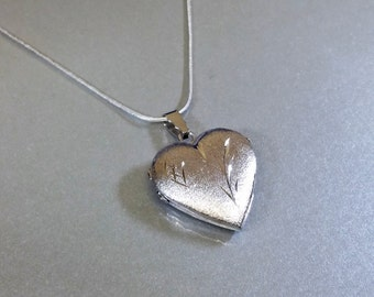 Old Locket heart floral decor silver SK357