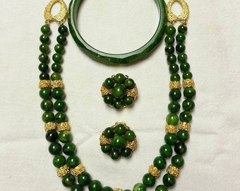 Vintage, green stone bead and gold tone spacers necklace, clip-on earrings and bracelet set, 1950-1960