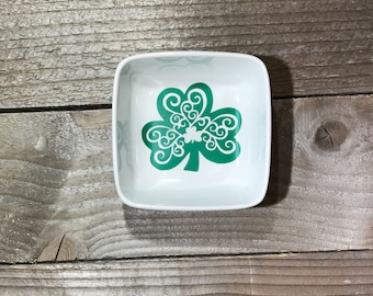 Monogrammed Jewelry Dish, Jewelry Dish, Clover, Wedding Gifts, Birthday Gifts, Gifts for Bridesmaids, Co Worker Gifts, Gifts for Mom,