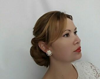 Bridal Earrings Studs, Wedding Earrings Studs, Pearl Stud Earrings, Chic Pearl Earrings, Bridal Stud Earrings, Pearl Studs, Bridal Jewelry