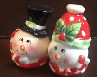 Happy Snowman and Woman salt and Pepper Shakers