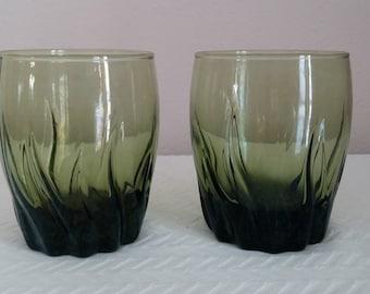 Vintage Emerald Green Glass Tumblers, Vintage Dishes, Vintage Glasses, Green Drink Glasses, Vintage Barware, Vintage Drinkware