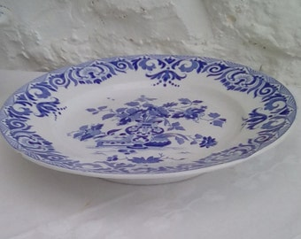 French vintage low cake stand by Sarreguemines, blue and white Shanghai design.