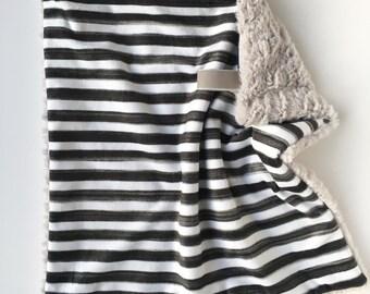 BLACK + WHITE STRIPE >> baby boy blanket, baby girl blanket, soft cuddle blanket, minky blanket, stroller blanket, faux fur blanket, playmat