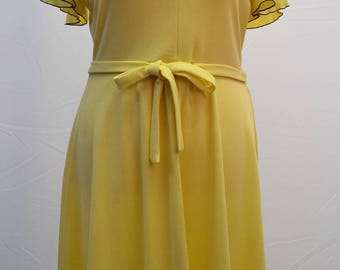 1960's yellow collared summer dress comes with original belt.