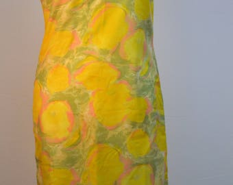Designer 1960s lemon patterned shift dress. Made by Victor Josselyn.