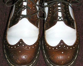 Vintage 80s Brown and White Doc Marten oxford wingtip brogues 6UK 8US Made in England