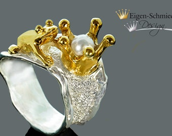 """Frogring """" frog with crown """" in 925 sterling silver with a partial gold-plating, frog, crown, silverring, frogking, pearl, ring,"""