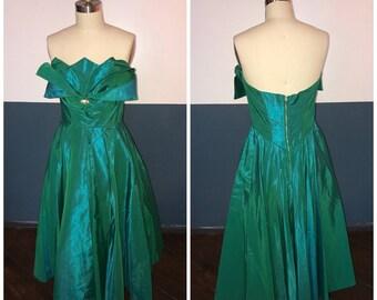Viva Las Vegas SALE! 1950s true vintage designer Fred Perlberg petal bust strapless full skirt ball gown formal dress Size M / L 28 29 waist