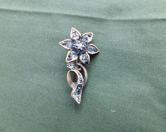 Sweet, blue flower brooch