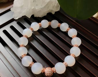 10mm White Matte Agate Yoga Mala Beaded Bracelet. Healing Natural Gemstone Bracelet. Wrist Mala. White Agate Mala. Stretch Bracelet.