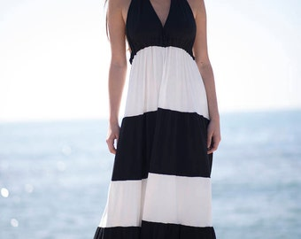 Long dress in black and white with large back neckline. Designed in Barcelona