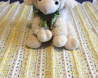 Crochet baby blanket in yellow and white