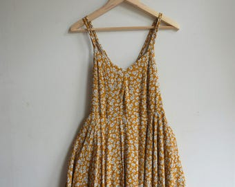 YELLOW SASKIA FLORAL dress with strap detail, size M