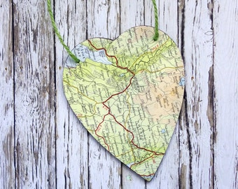 Modern Rustic Vintage Map Travel Design Wooden Hanging Heart Home Decor Gift Green