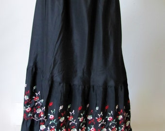 Gypsy Girl - Vintage 1950's Long Embroidered Red & Green Floral Slip Xl Large