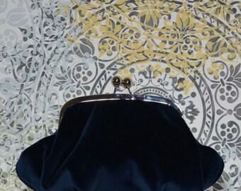 Clothilde clutch (blue velvet)