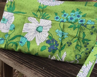 Green retro floral pleated zippered wristlet clutch