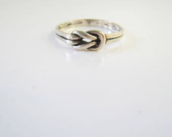 Sterling Silver Knot Ring - Size 8    1529